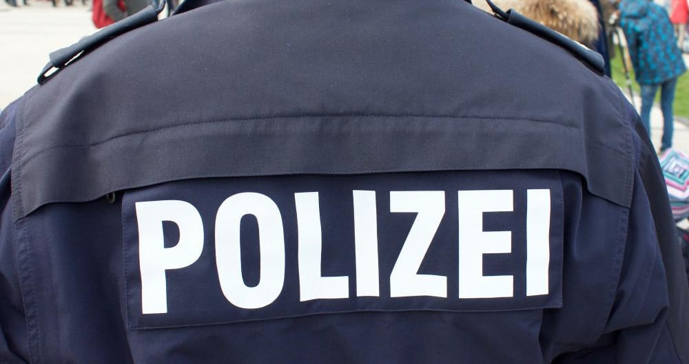 motiv_Polizei_Jacke_bbl-1